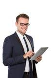 Бизнесмен используя ПК таблетки, усмехаясь стоковое изображение