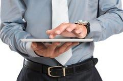 Бизнесмен используя таблетку цифров Стоковое Изображение RF