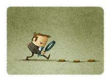 Бизнесмен ища деньги с лупой Концепция дела и финансов иллюстрация штока