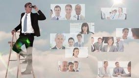 Бизнесмен ища для новых работников видеоматериал