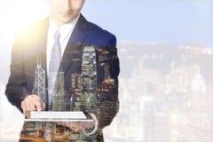 Бизнесмен и город двойной экспозиции Стоковые Изображения