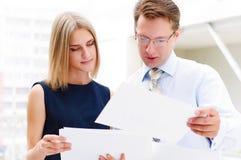 Бизнесмен и женщина дела Стоковые Фотографии RF