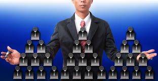 Бизнесмен и значок людей объединяются в команду для темы дела Стоковые Изображения