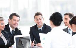 Бизнесмен и команда дела работая с документами Стоковая Фотография