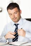Бизнесмен и пер стоковые изображения rf