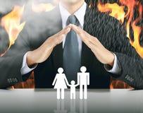 бизнесмен и семья с предпосылкой огня стоковое фото rf
