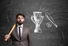 Бизнесмен и трофей Стоковое Изображение