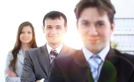 Бизнесмен и успешная команда дела стоковое изображение