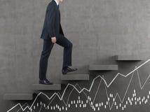 Бизнесмен идя на лестницу Стоковое Изображение