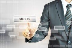 Бизнесмен касающий ПОДПИСЫВАЕТ ВНУТРИ кнопку стоковые изображения rf