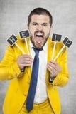 Бизнесмен кричащий для помощи стоковые изображения
