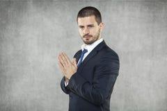Бизнесмен моля для успеха в деле стоковая фотография