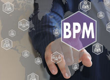 Бизнесмен нажимает кнопку BPM на экране касания Стоковое Изображение