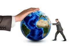 Бизнесмен нажимая глобус земли Стоковая Фотография