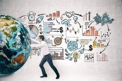 Бизнесмен нажимая глобус около startup эскиза Стоковое Фото