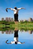 бизнесмен наслаждается свободно ослабляет Стоковые Фотографии RF