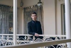 Бизнесмен на балконе Стоковое Изображение
