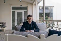 Бизнесмен на балконе Стоковая Фотография RF