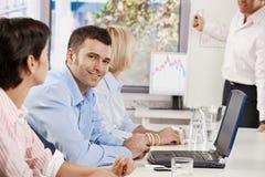 Бизнесмен на деловой встрече Стоковые Изображения RF
