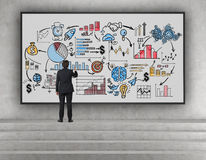Бизнесмен на лестницах рисуя эскиз Стоковое Изображение RF