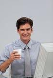 Бизнесмен на компьютере Стоковое Фото