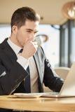 Бизнесмен на кофейне Стоковое Фото