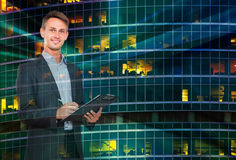 Бизнесмен на предпосылке ландшафта города Стоковое Изображение
