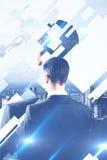 Бизнесмен на предпосылке города Стоковая Фотография