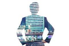 Бизнесмен на предпосылке города Стоковое Фото