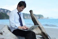 Бизнесмен на пляже. Стоковая Фотография RF