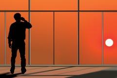 Бизнесмен обсуждая к телефону Стоковые Изображения RF