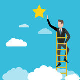 Бизнесмен достигая к звезде, метафора к достижению к цели Стоковое фото RF