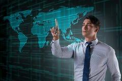 Бизнесмен отжимая виртуальные кнопки в концепции глобального бизнеса Стоковые Изображения RF