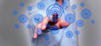 Бизнесмен отжимая высокотехнологичную кнопку Стоковое Фото