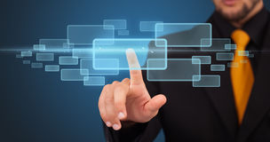 Бизнесмен отжимая высокотехнологичный тип самомоднейших кнопок Стоковая Фотография RF