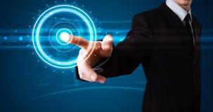 Бизнесмен отжимая высокотехнологичный тип самомоднейших кнопок Стоковые Фотографии RF
