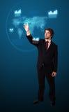 Бизнесмен отжимая высокотехнологичный тип самомоднейших кнопок Стоковое Фото