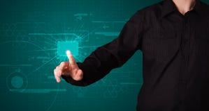 Бизнесмен отжимая высокотехнологичный тип самомоднейших кнопок Стоковая Фотография