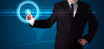 Бизнесмен отжимая высокотехнологичный тип современных кнопок Стоковая Фотография