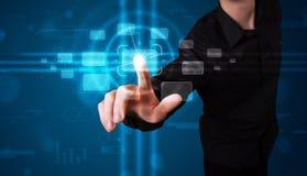 Бизнесмен отжимая высокотехнологичный тип современных кнопок Стоковое Изображение RF