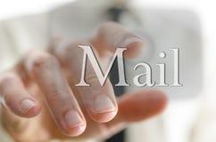 Бизнесмен отжимая значок почты на интерфейсе экрана касания Стоковое Фото