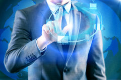 Бизнесмен отжимая кнопки в вычисляя концепции Стоковые Изображения RF