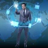 Бизнесмен отжимая кнопки в вычисляя концепции Стоковое Изображение RF