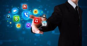 Бизнесмен отжимая различное собрание кнопок Стоковое Изображение