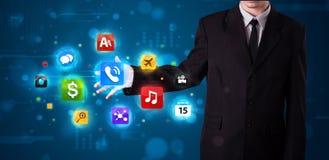 Бизнесмен отжимая различное собрание кнопок Стоковое Фото