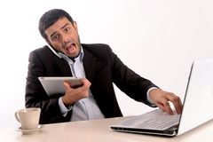Бизнесмен перегружанный на офисе Стоковая Фотография