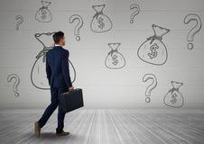бизнесмен перед деньгами на стене Стоковое Изображение RF
