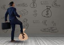 бизнесмен перед деньгами на стене Стоковые Фотографии RF