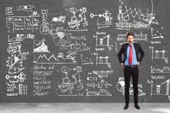 Бизнесмен писать принципиальные схемы сочинительства стоковое изображение