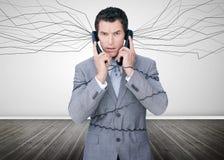 Бизнесмен поглощенный проводами телефона Стоковая Фотография RF